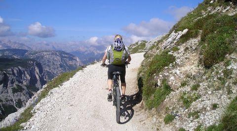 E-mobilité : les vélos à assistance électrique gagnent du terrain !