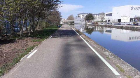 La Métropole du Grand Nancy expérimente une peinture phosphorescente le long du canal à Nancy