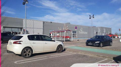 Tomblaine : un véhicule incendié sur le parking d'Auchan, deux mineurs en garde à vue